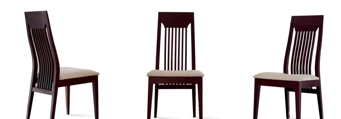 כסאות עץ