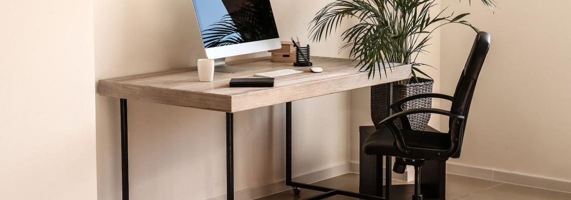 Компьютерные и письменные столы изображение